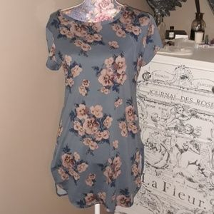 Beautiful Blue Floral Top XL